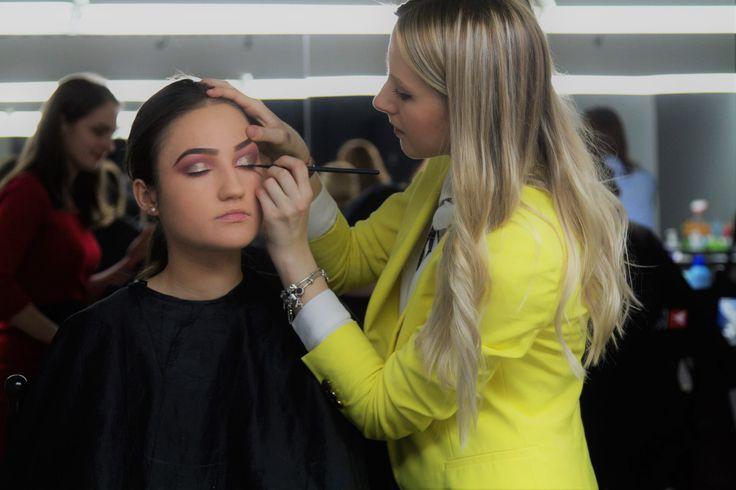 Un machiaj glamorous realizat in cadrul cursurilor noastre de make-up!