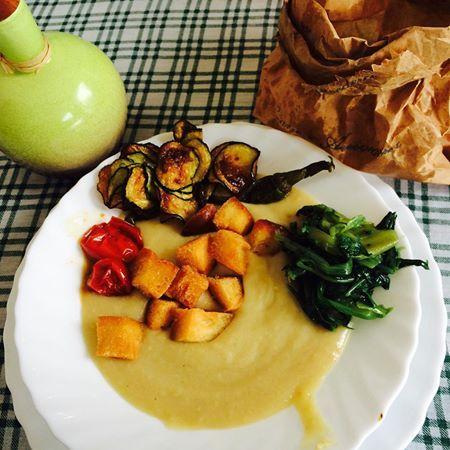 Fave, cicorietta e Olivetta... abbinata perfetta! #weareinpuglia #olivettastyle #foodstyle #bombonieragastronomica