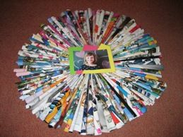 Dit is een origineel fotolijstje gemaakt door groep 8 leerlingen. Laat ze een cirkel maken van pijltjes. Plak hierop een leuke foto en zie daar….