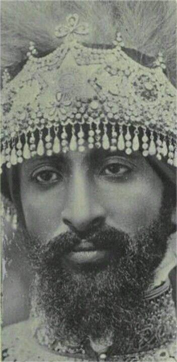 Haile Selassie I (nacido con el nombre de Tafari Makonnen) fue  regente de Etiopía entre 1916 y 1930 y Emperador hasta 1974. Fue el heredero de una de las dinastías más antiguas del mundo que se remonta, a través de la tradición y el mito, a la unión entre el Rey Salomón y la Reina Makeda, conocida en la tradición abrahámica como la Reina de Saba. Para muchos, él es el símbolo de la autodeterminación de África. Rey de reyes, Señor de señores, León Conquistador de la tribu de Juda.