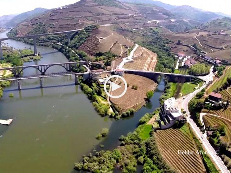 Aventure-se nas alturas sobrevoando a cidade do Peso da Régua e o lindíssimo Douro. Uma nova e espetacular perspectiva!