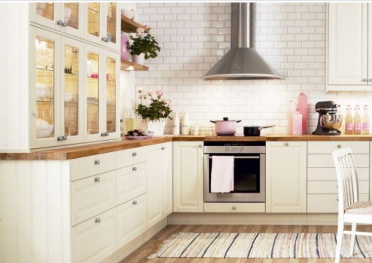 Lekkert kjøkken i fasett hvit fra Epoq kjøkken!! Se epoq.no for mere inspirasjon! Finn ditt drømmekjøkken her .