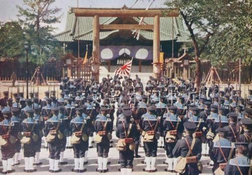 Santuário de Yasukuni-Marinheiros japoneses da marinha no santuário de Yasukuni, 1943