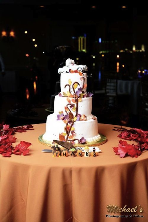 Thanksgiving wedding cake | Real Green Wedding With A Thanksgiving Theme | Green Bride Guide