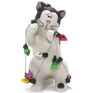 """blossom bucket spotted cat wrapped in Christmas lights figurine Цветок ведро пятнистый кот, завернутые в рождественские огни фигурку Пункт #: 138-87796S $ 5.95  Дизайн художника Suzi Skoglund Смола, пластмасса и строка Около 1,5 """"в ширину, 3"""" высокий"""