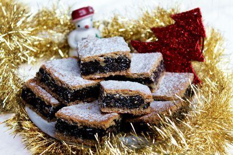 """""""Makoholičky"""" pozor, pozor! Mám tu jednu špecialitku, ktorá sa postará o tú pravú atmosféru Vianoc u vás doma. Šťavnatý, lahodný koláčik plný maku, medu a orieškov. Bez štipky cukru a sladučký až-až. Inak, vedela si o tom, že mak obsahuje 12 x viac vápnika ako kravské mlieko, veľavlákniny a máličko sacharidov? Na našom stole rozhodne… Continue reading →"""