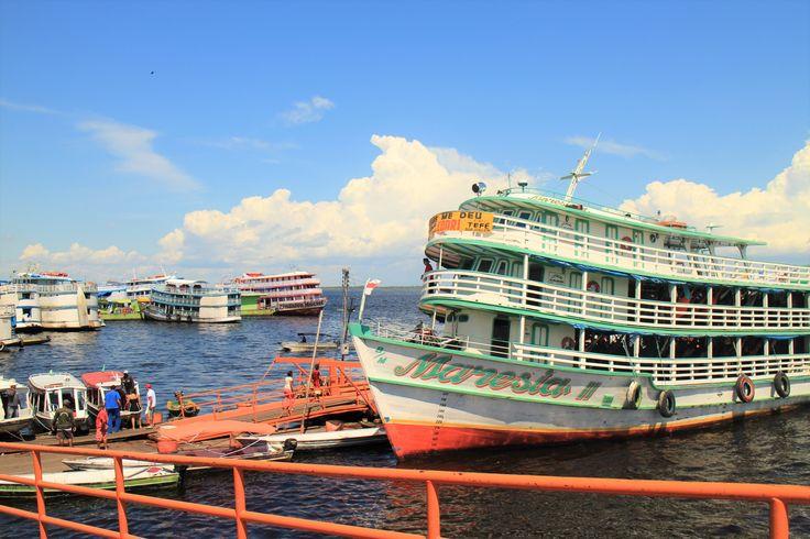 都会の方のアマゾン川はこんな船とか停まってます / Manaus - Brazil
