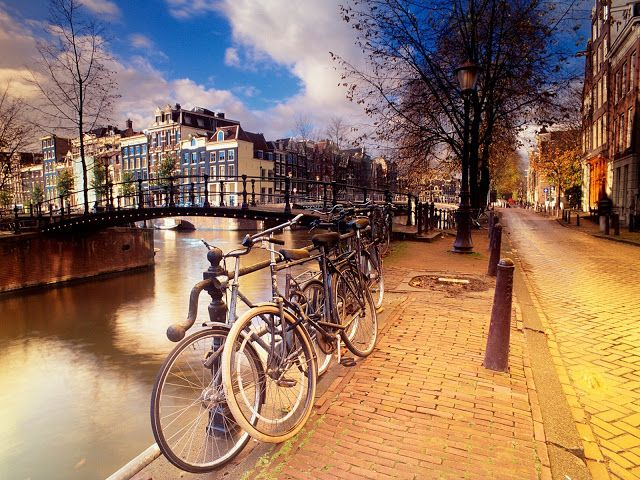Beautiful Bicycle And River In The City Wallpaper
