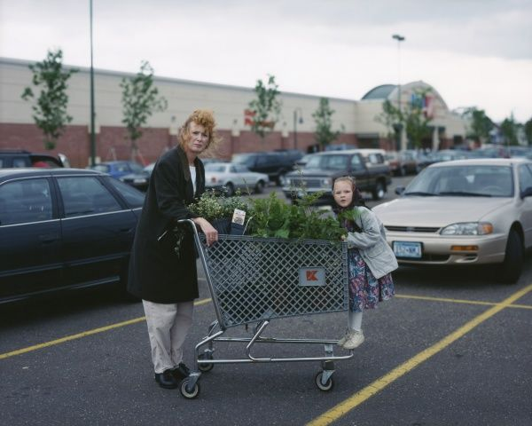 Alec Soth  USA. Saint Paul, Minnesota. 1999. Mother & daughter with shopping cart full of plants.