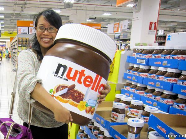 Ok, we really want that jar of Nutella.