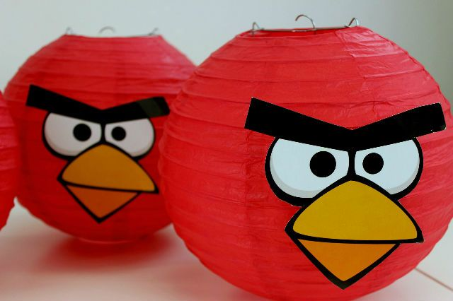 Angry Birds Party Lanterns - Party Delights  http://blog.partydelights.co.uk/awesome-angry-birds-party-ideas/