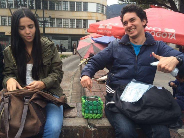 Jornada de aseo en la Plazoleta del Rosario, liderada por la Alcaldía Local de la Candelaria. En el día del reciclaje invitando a los ciudadanos para que no arrojen colillas de cigarrillos al suelo, así tomamos #AccionesQueSalvanElPlaneta #DiaDelReciclaje