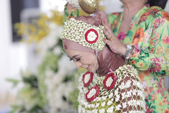 Pernikahan Adat Jawa Nadhira dan Sandy di Jakarta