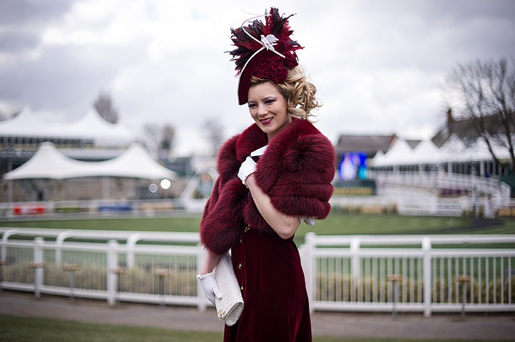 ladies day at aintree: Aintree racing