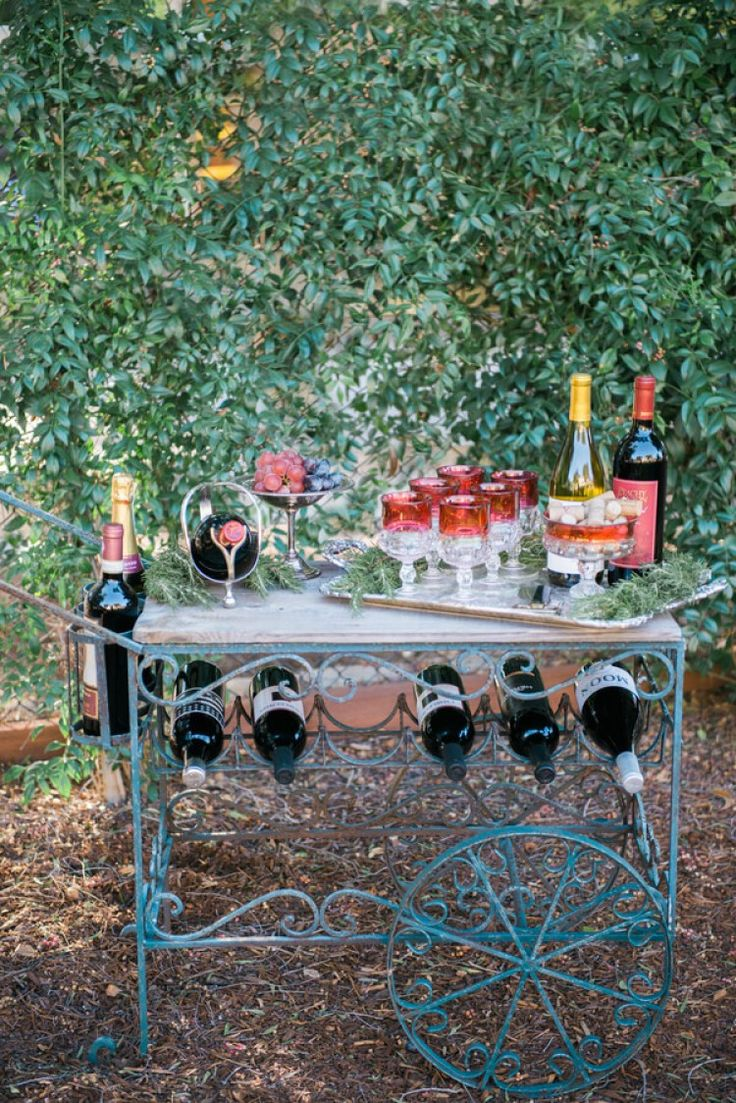 vintage-rustic-tablescape-wine-cart