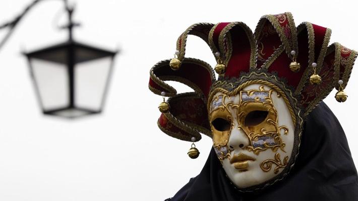 20 de poze cu impresionantul Carnaval de la Venetia 2012.  Vezi mai multe poze pe www.ghiduri-turistice.info  Source : www.ibtimes.com