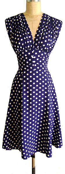 I have small, round shoulders and often find this cut of dress to wear, but somehow I'd make it work this sweetly gorgeous royal blue and white polka dot vintage dress. 1940s-1950s style