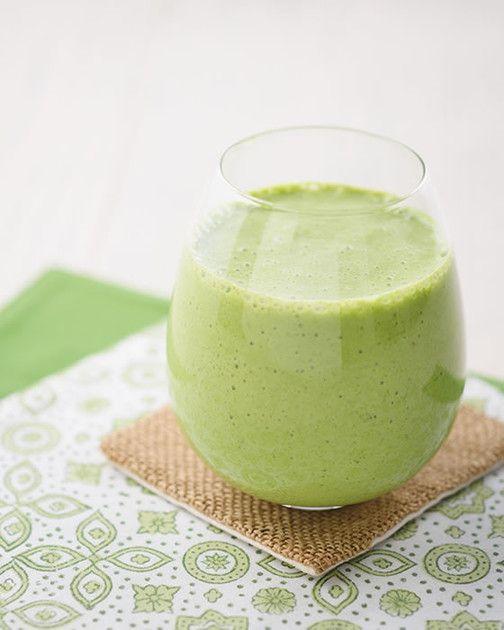 りんごと「カルピス」で、小松菜のクセが気にならずにゴクゴク飲める♪飲みやすくて、栄養いっぱいのスムージーです!