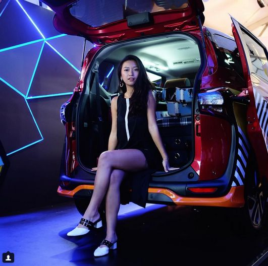 Just couldn't take my eyes off the new Toyota Sienta at the #PopUpPlayGround @toyotaid and I absolutely love the design! This ideal car is practical for long travel trips and driving the family and friends around. The perfect choice if you're looking for a comfortable & have plenty of space for people and luggage, yet attain reasonable fuel economy. Right here right now at #JFW2018 and I can't wait to watch #SientaXJFW fashion show! 🖤