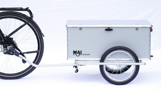 Fahrrad Mit Angekuppeltem Abschliessbaren Fahrradanhaenger