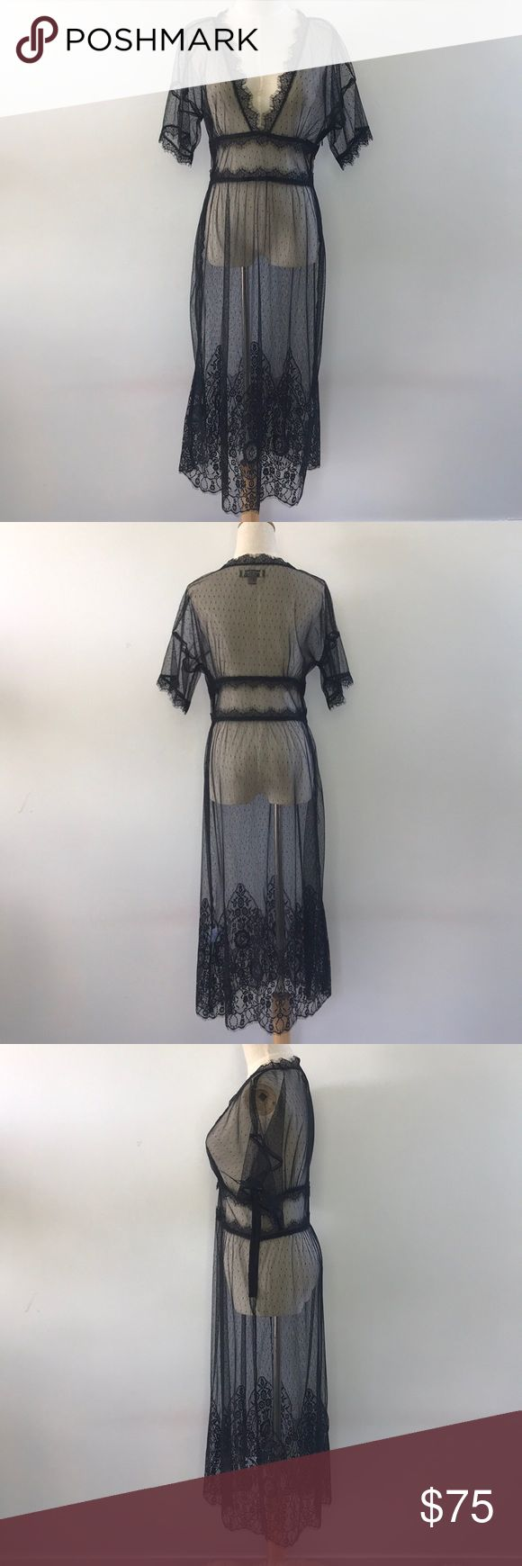 New Zealand couture designer Liz Mitchell dress Intricate lace with side zip excellent pre-owned condition. Label is British size 12 = US 10 Mitchell Dresses Midi
