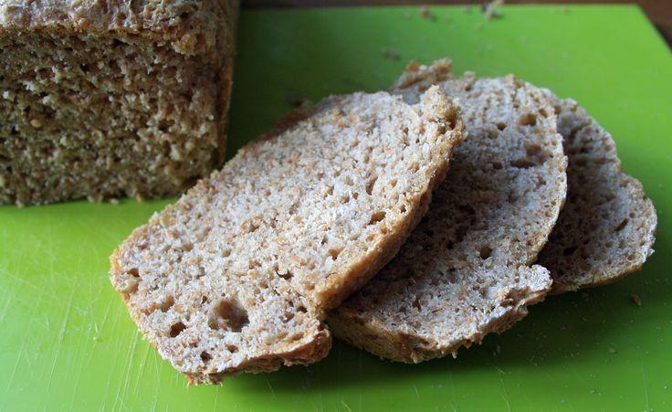 Wij bakken nu al een een paar jaar zelf speltbrood. Omdat wij zien dat het vermijden van tarwe een goed effect op ons gezin heeft én omdat echt goed speltbrood duur is. Bij onze bakker is de prijs voor biologisch speltbrood door schaarste aan speltmeel al gestegen naar 4.45 per brood! Ik moet wel eerlijk …