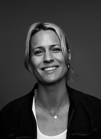 how beautiful is Robin Wright? i love her performances - emotionally honest, raw & strong. Transcendent.
