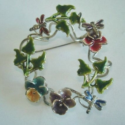 Pansy Flower Brooch by sanibelsands on Etsy https://www.etsy.com/listing/223789930/pansy-flower-brooch