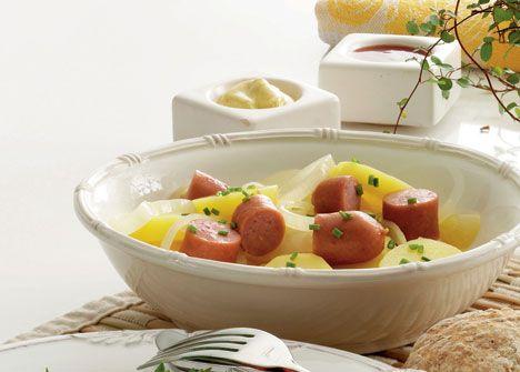 Varm kartoffelsalat med wienerpølser