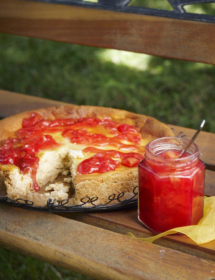 Kirpeän raikkaassa hillossa maistuvat punaherukka ja nektariini. Ota resepti talteen. http://www.dansukker.fi/fi/resepteja/pirtea-punaherukka-nektariinihillo.aspx #hillo