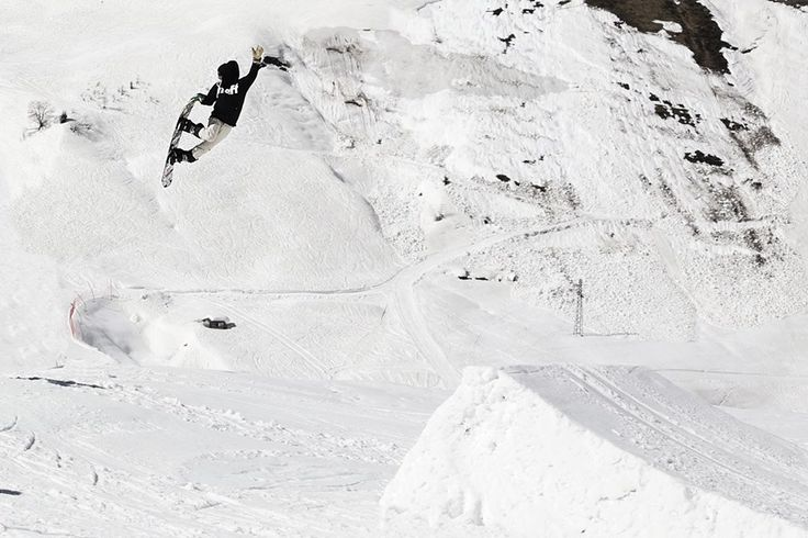 Bs 360 tailgrab.....Do you think Stefano Bergamaschi could bone his board more than this??Ph: @Daily Pit  #steez #funky #snowboard #jump
