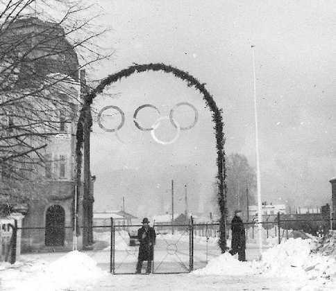 OL i Drammen i 1952.  Det ble i forbindelse med OL i Oslo i 1952 spilt to ishockeykamper i Drammen: Tsjekkoslovakia – Polen, fredag 15. Februar 1952, kl. 19.00 Canada – Finland, søndag  17. Februar 1952, kl. 19.00. Kampene ble spilt på Marienlyst. Inngangen til OL-arenaen var mot Vestbanegården i nedre del av Konnerudgate. Rundt 4.000 publikummere fikk med seg hver av de to kampene.