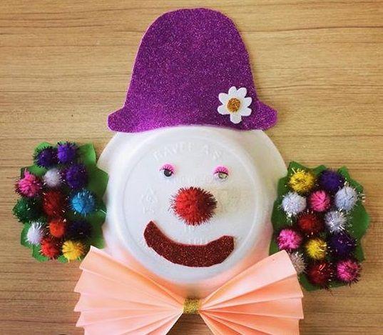 Quilling paper clown craft idea Folding paper clown craft ideas for kids CD clown craft ideas Macaroni clown craft idea for preschool Clown themed dooor & 42 best Clown crafts images on Pinterest | Clown crafts Paper ...
