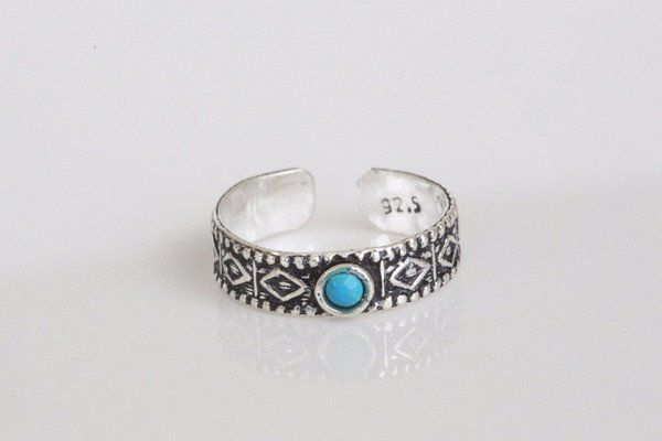This is a beautiful ethnic 925 Sterling Silver Toe / Knuckle Ring with natural turquoise stone. Material : Sterling Silver Size : Adjustable ( open end ). Adjustable for any knuckle and toe size. Weig