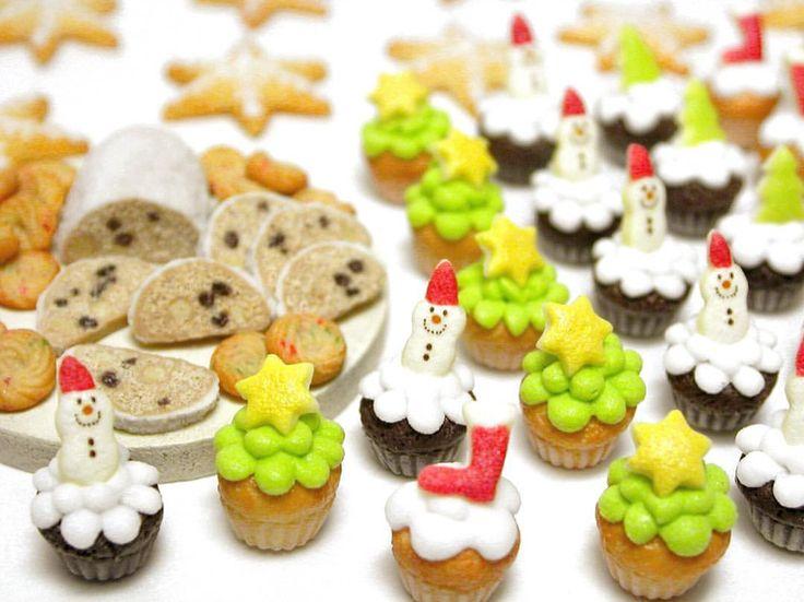⛄️ ・ クリスマススイーツ! (つД`)ノ完成がギリギリ‼️ ・ #クリスマス #アイシングクッキー #ミニチュア #カップケーキ #スノーマン #クリスマスカップケーキ #ミニチュアフード #ミニチュアスイーツ #シュトーレン #クッキー#ドールハウス #焼き菓子 #樹脂粘土 #食品サンプル #クッキー #ミニチュアカップケーキ #miniature #polymerclay #clay #Stollen #miniaturefood #miniaturesweets #foodsample #cupcakes #Christmassweets #icingcookies #Miniatur #微型 #миниатюра #미니어처
