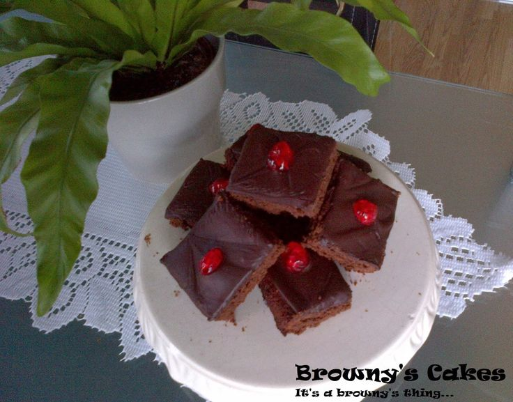 """A lady named Miranda send me an e-mail telling me you are posting all kinds of recipe, but I don't see a brownie recipe.Your company name is """"Browny's Cakes"""" so I expect also to see a brownie recipe! I found her e-mail very justly, but the name of my company is not coming from the delicious """"Brownies"""".   For the recipe click on the link below http://brownyscakes.blogspot.nl/2013/11/brownies-recipe-recept-pa-brownies.html  For all the upcoming recipe just subscribe to my blog!"""