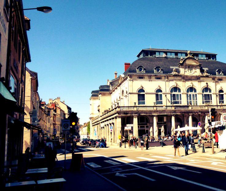 14h22 : Passage à Lons-Le-Saunier avant la première spéciale de la journée.