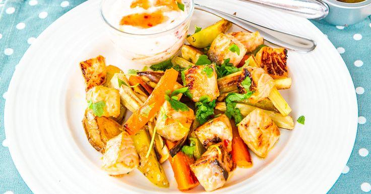 Lax i smakrik marinad av ingefära, sweet chili och vitlök. Servera med rostade rotfrukter och middagen är fixad!