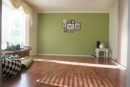 green feature wall?