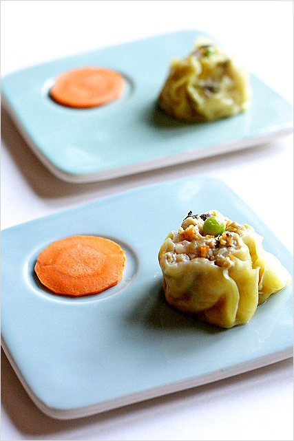 Chicken Shu Mai (Siu Mai) Recipe - Shu Mai is a perfect one bite appetizer. #chicken #dimsum: Eggs White, Sesame Oil, Pork Dumplings, Chicken Thighs, Steam Chicken, Chicken Seafood, Chicken Dumplings, Dim Sum, Recipe Chicken