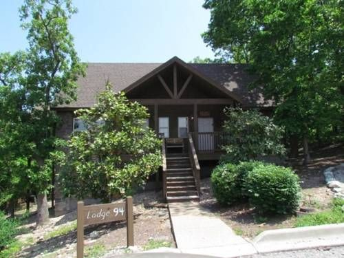 Beary Cozy Cabin Ruth C Township (Missouri) Set in Marvel Cave, Beary Cozy Cabin offers self-catering accommodation with free WiFi. The air-conditioned unit is 11 km from Branson. Free private parking is available on site.