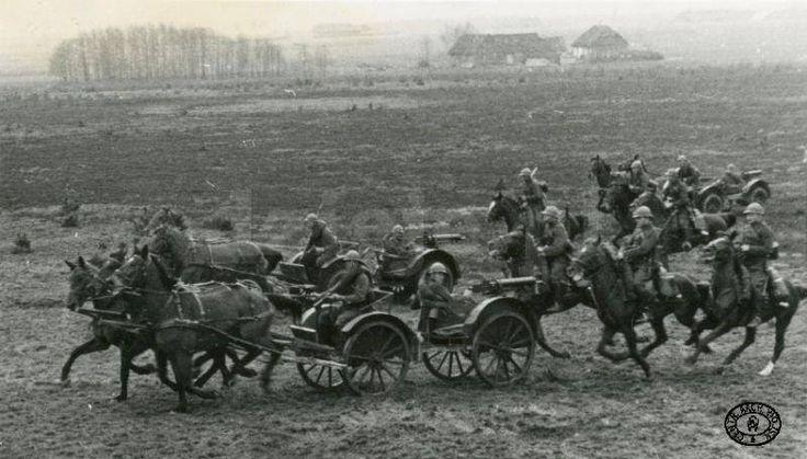 Polscy Ułani z taczkami CKM w bitwie pod Mokrą. Wrzesień 1939 r.