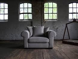 Lekkere stoel, niet helemaal kleur en niet helemaal model maar komt in de buurt.