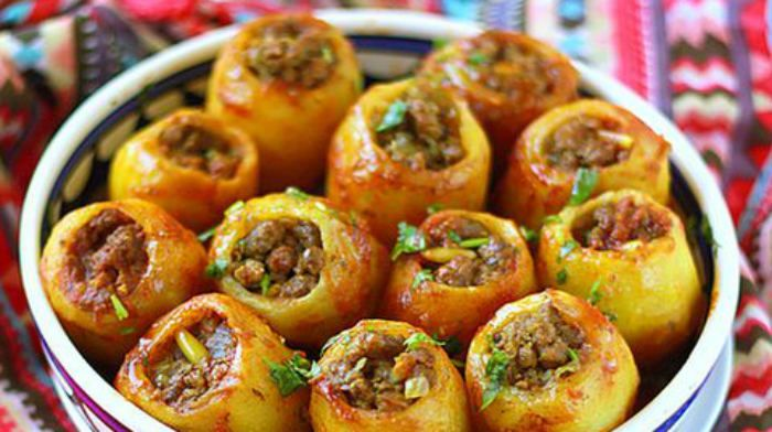 ......Какой же человек не любит картошку с мясом?! Мне очень нравится картошка, фаршированная фаршем. Получается новая интерпретация классического блюда. Вкусно и красиво! Фарш для блюда подойдет любой...... ...Ингредиенты для приг...