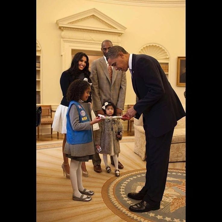 #kobe regram @kobebryant  I will never forget the day our little Natalia sold Girl Scout cookies to @barackobama in the Oval Office. Happy Birthday to a great leader and a great muse #timeless #potus #obamaout http://ift.tt/2vyypxc