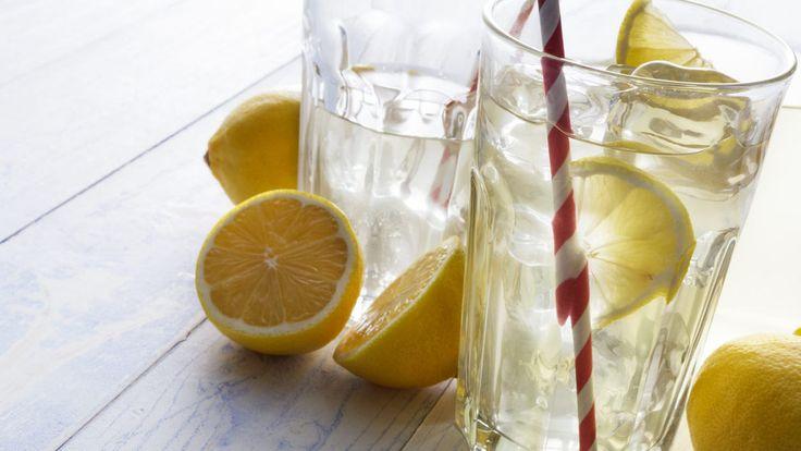 13 důvodů, proč pít vodu s citronem. Znáte je? - Žena.cz - magazín pro ženy