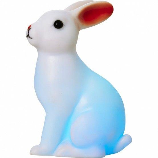 Bojí se vaše dítko tmy? Pořiďte mu do pokojíčku svítícího králíčka, který mění barvy.                                             ...Svítící králíček