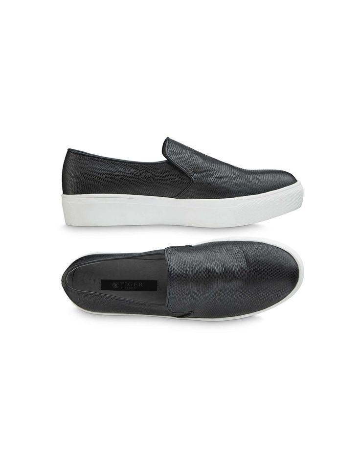 Yvonne shoe-Women's casual shoes in reptile printed calf leather with calf leather piping. Full leather interior. Rubber outsole.