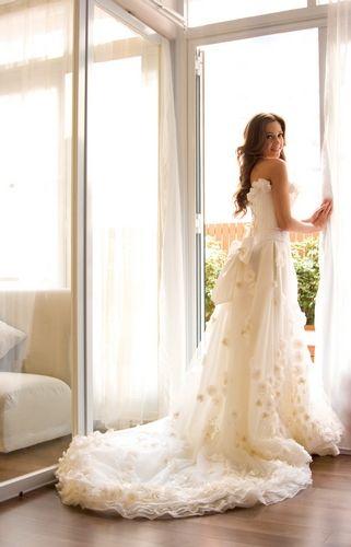 Google Image Result for http://static.i-weddingdresses.com/iwdress/2010/09/19th-century-wedding-dresses.jpg
