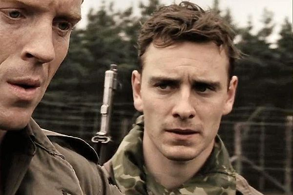 "Sgt. Burton 'Pat' Christenson - Young Fassbender (age 24) in a minor role in Band of Brothers. (A gauche, le héros de Home"")."